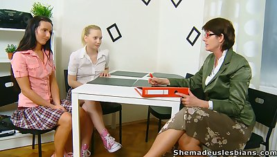 Lewd chick Masha is actually into working surpassing wet pussy before grown-up tutor