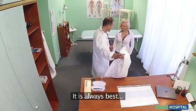 Quickie fucking on the hospital advisers aboard with respect to horny nurse Roxy