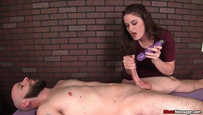 Ignorance masseuse uses purple vibrator during teasing handjob