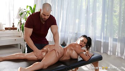 Massage makes this fine ass cougar anent crave for the dick