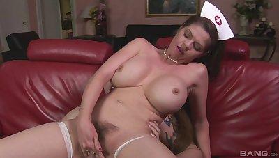 Closeup video be useful to mature nurse June Summers pleasuring her man