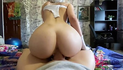 Steamy blondie is deep-throating penis as though a authoritative professional and opening up up to get screwed rigid