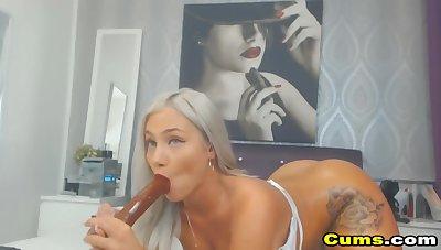 Shove around Blondie Dildo Wanking Pussy