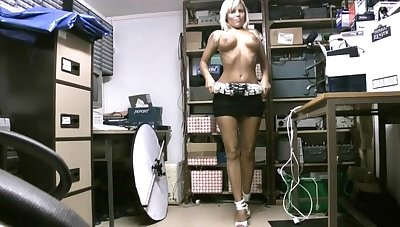 Fit blonde hottie Scarlett March drops her clothes to joshing