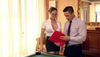 Fade away neue Assistentin auf dem Billardtisch eingearbeitet